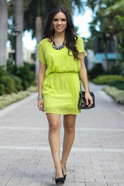 lime green chiffon short sleeve dress with black heels