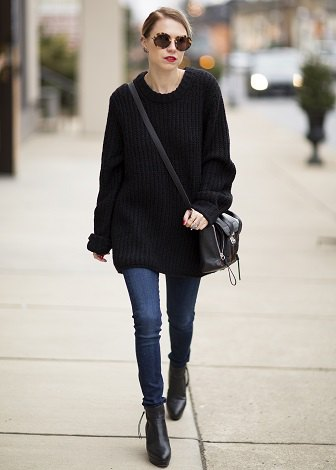 black big sweater with blue skinny jeans and leather boots