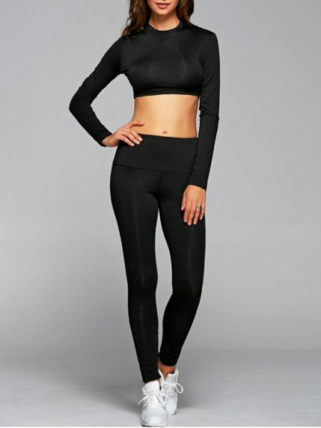 black short-cut long-sleeved t-shirt with leggings and white sneakers