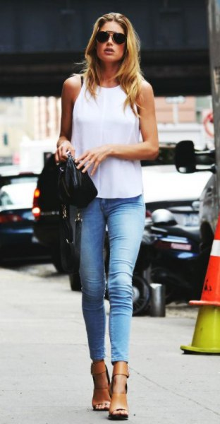 white sleeveless top with blue skinny jeans and light blue high-heeled shoes with open toes