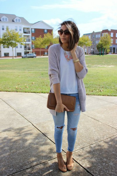 gray cardigan with light blue skinny jeans