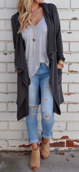 gray longline cardigan with light blue skinny jeans