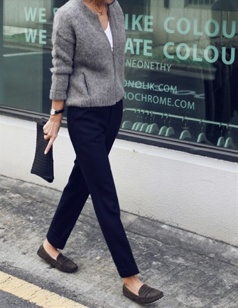 Knitted sweater with black chinos and dark gray evening shoes