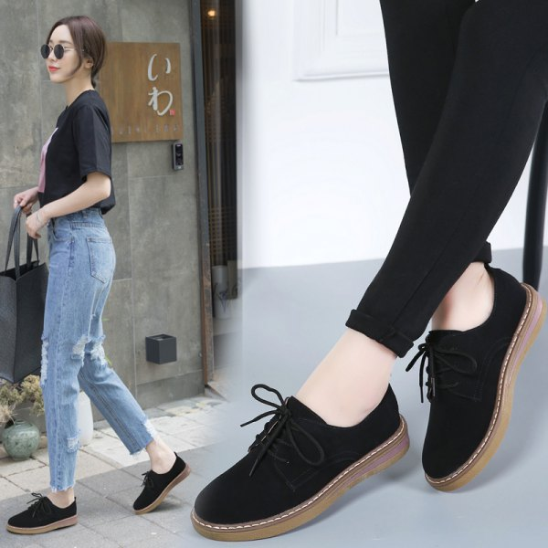 black t-shirt with mom jeans and suede shoes