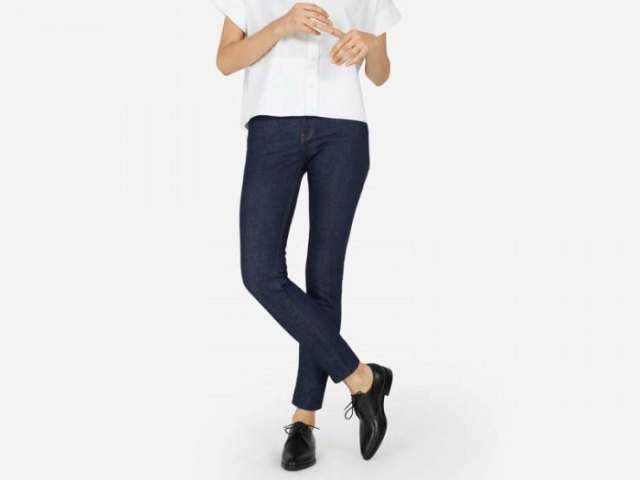 white short-sleeved shirt with buttons, dark blue skinny jeans and black shoes