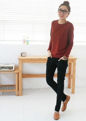 brown knit sweater with black skinny jeans and brown evening shoes
