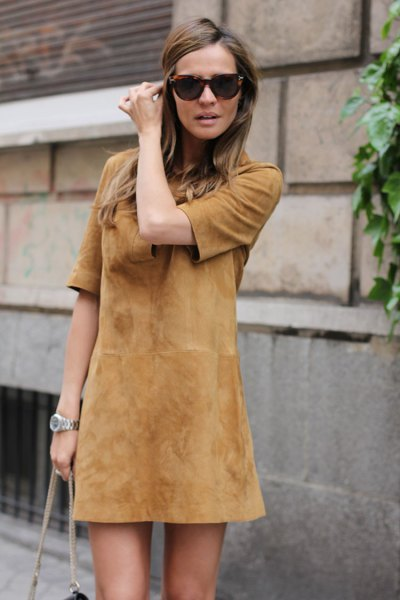 brown mini shift dress made of suede with half sleeves and matching shoulder bag