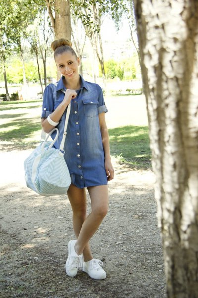 blue denim dress with cuff sleeves and white sneakers