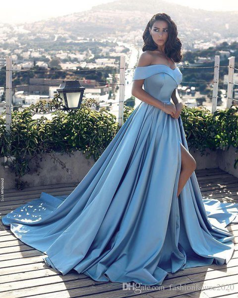 Light blue, shoulder-free fit and flared maxi dress with a high slit