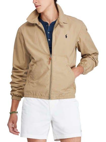 Crepe windbreaker with dark blue shirt and white mini shorts