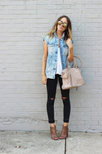 oversized blue denim vest with torn black skinny jeans