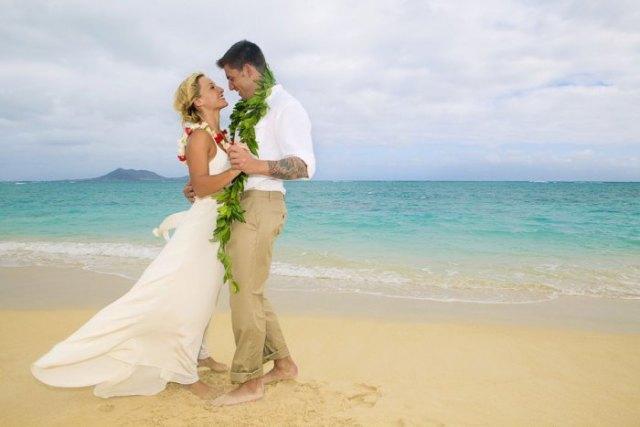 white fit and flare chiffon hawaii style wedding dress