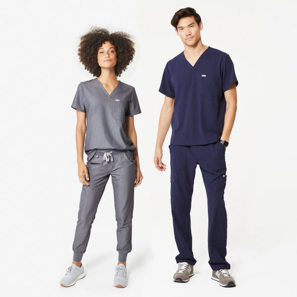 T-shirt with a gray V-neck and gray trousers with a conical leg