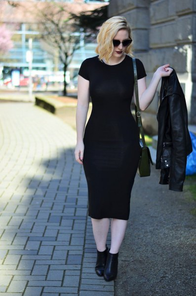 Short sleeve midi dress with biker jacket and black leather boots