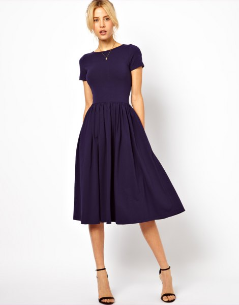 Dark blue, short-sleeved midi dress with fit and flap with matching open toe heels