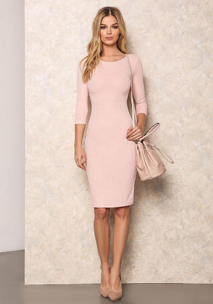 Light pink, ribbed, form-fitting, knee-length dress with half sleeves