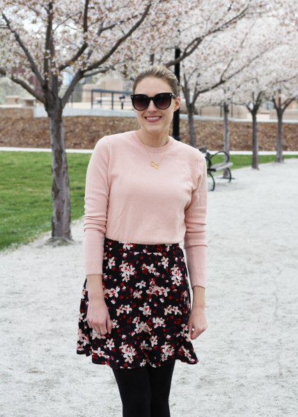 Light pink cotton sweater with a black and white mini shirt with a floral pattern