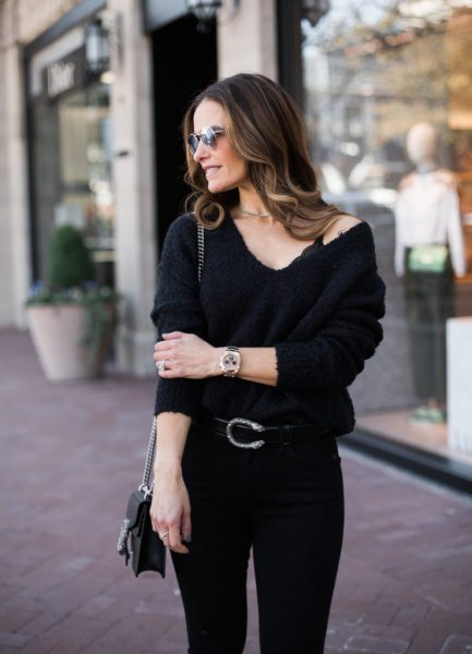 black bralette with v-neck sweater and skinny jeans