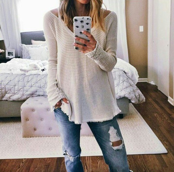 white sweater with v-neck and boyfriend jeans