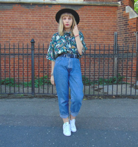 Flowery Printe Navy shirt with old school mom jeans and felt hat