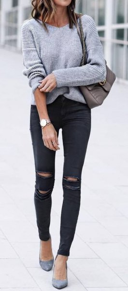 gray knitted sweater with black skinny jeans