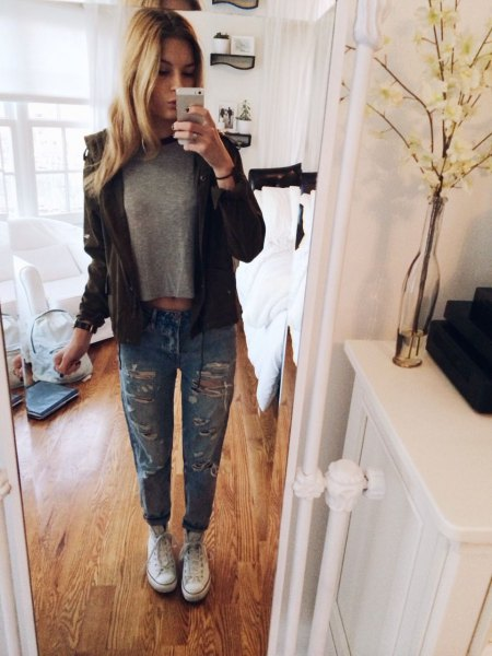 gray short t-shirt with black leather jacket and torn jeans with cuffs