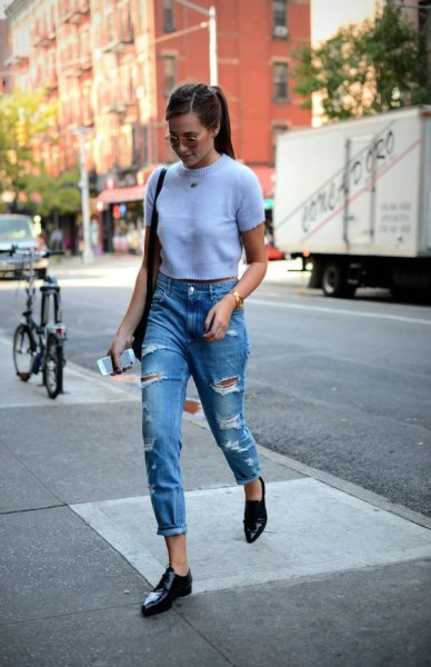 white, short-cut short-sleeved sweater with blue jeans with cuffs