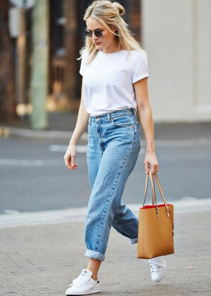 white t-shirt with blue tied mom jeans and white sneakers