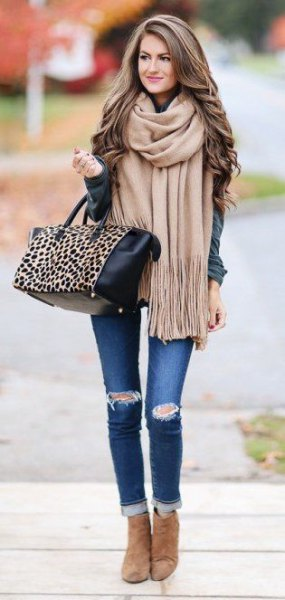 Blushing pink fringed scarf with gray jacket and skinny jeans with cuffs