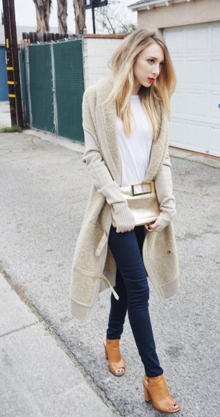 blushing pink longline cardigan with white t-shirt and black skinny jeans