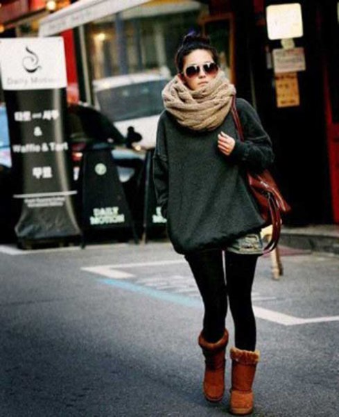 Blushing pink scarf with gray sweater and black skinny jeans