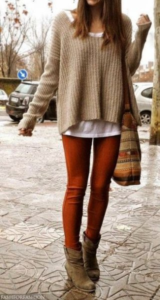 light brown sweater with white t-shirt and green skinny jeans