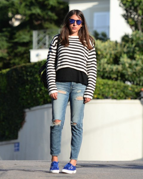 Short sweater with black and white stripes over t-shirt and boyfriend jeans