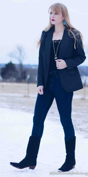 black lace top with dark blue blazer and skinny jeans