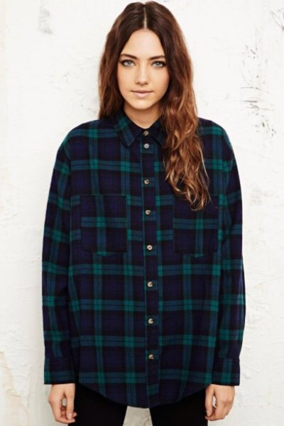 dark blue checked boyfriend flannel shirt with black skinny jeans