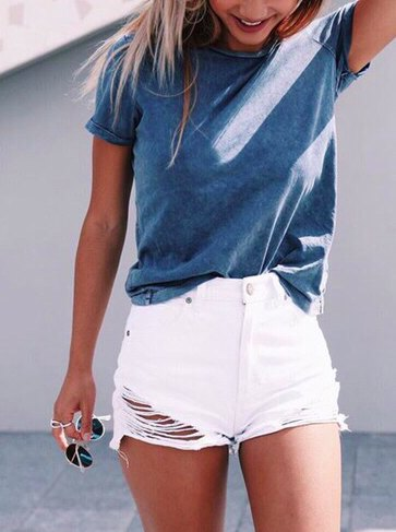 gray t-shirt with white jeans shorts in used look