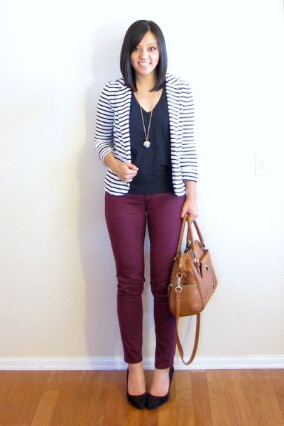 black and white striped blazer with blouse with V-neck and ballerinas