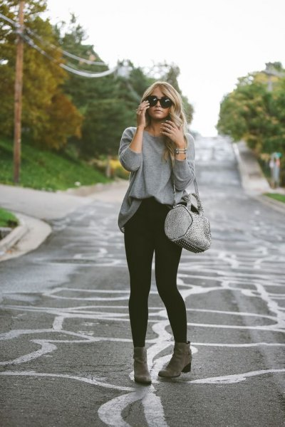 gray sweatshirt with black skinny jeans and ankle boots
