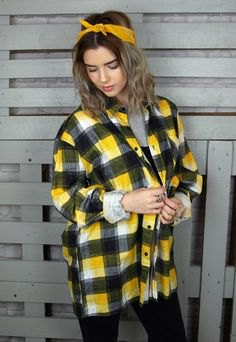 yellow oversized plaid shirt with black skinny jeans