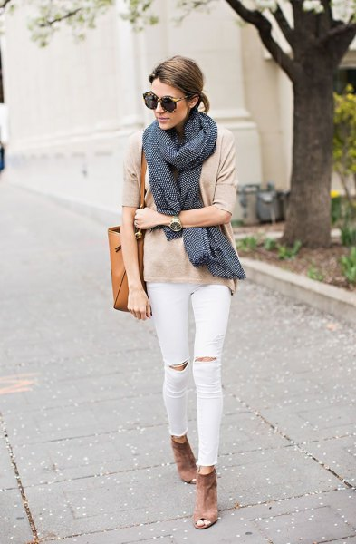 pale pink t-shirt with black scarf and white knee jeans