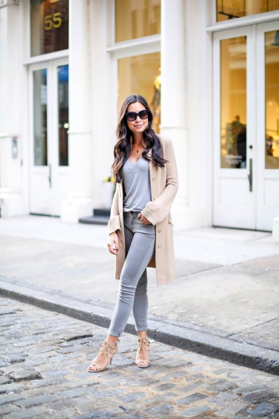 Tan longline sweater cardigan with gray t-shirt and skinny jeans