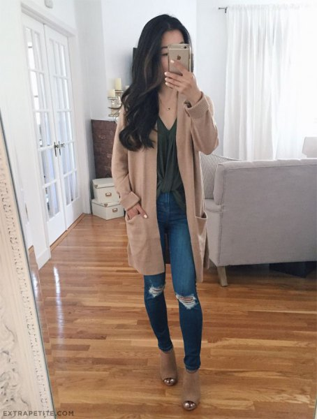 Light brown tunic cardigan with a gray V-neck top and torn skinny jeans