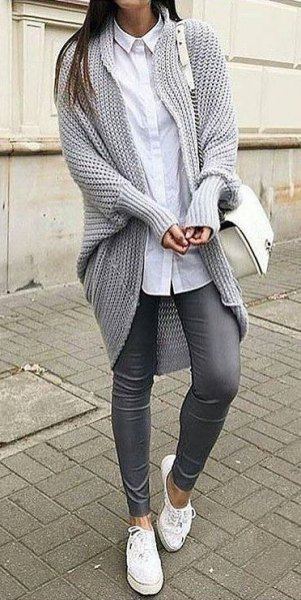 Rough knit sweater with white longline shirt