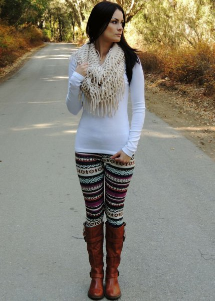 Long sleeve tunic T-shirt with black and white tribal printed leggings