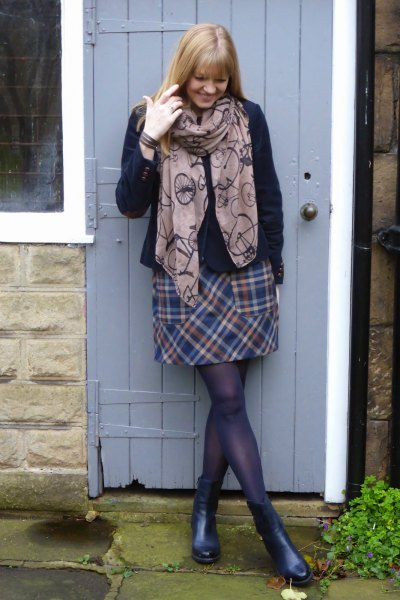 gray printed scarf with checkered mini wool skirt