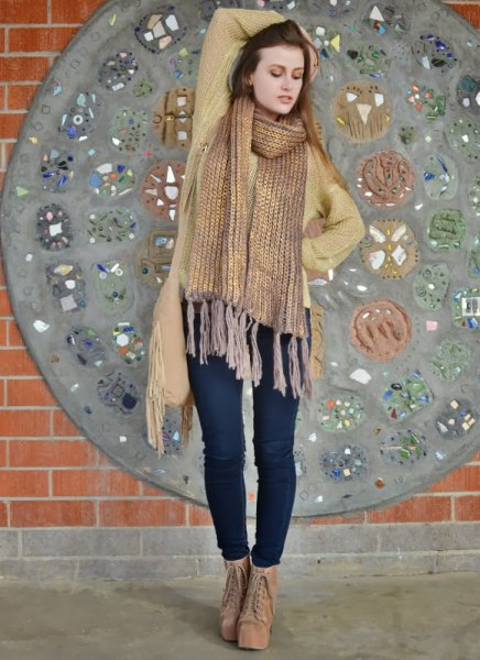 golden fringed scarf with green cardigan and dark blue skinny jeans