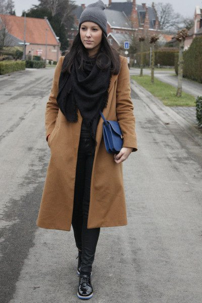 Rouge pink long wool coat with black scarf and matching skinny jeans
