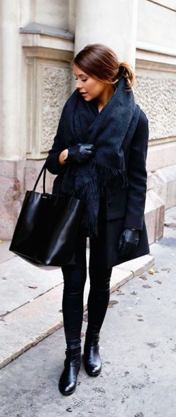 black faux fur scarf with matching blazer and skinny jeans