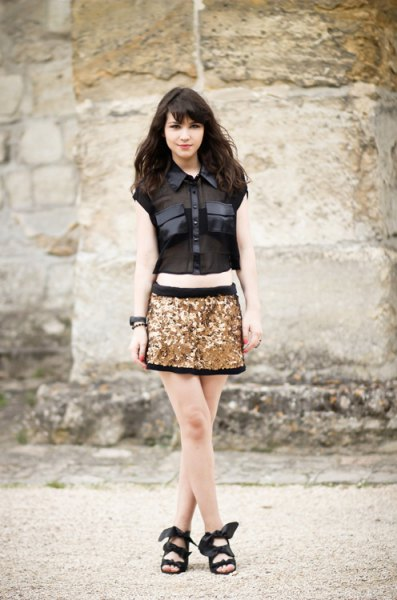 sleeveless shirt with buttons and gold and black mini skirt