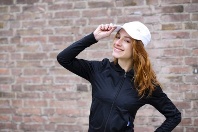 black sweatshirt with zipper and white bush hat